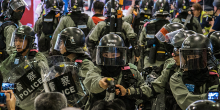 State violence in Hong Kong: Police in the mall during protest