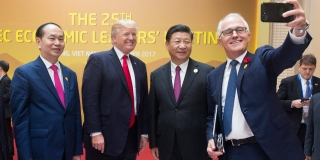 Turnbull selfie with Xi, Trump, and Quang